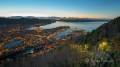 Bergen-Floyen-Floybanen-Seilbahn-Aussichtspunkt-Panorama-historischer-Stadtkern-Blaue-Stunde-Nachtaufnahme-Beleuchtung-Norwegen-Sony A7RII-DSC00832_0002