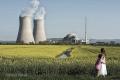 Zukunftsangst-Antiatomkraft-familie-mutter-kind-atomkraftwerk-DXO1I9373