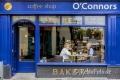 People-Menschen-Iren-irische-Haeuser-Haus-Fassaden-Pubs-Laeden-Laden-Geschaefte-Irland-Streetfotografie-A-Sony_DSC2425