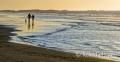Landschaften-Wild-Atlantic-Way-Spaziergaenger-Strandspaziergang-Abendstimmung-Meereskueste-Nordkueste-Irland-Nordirland-irische-nordirische-A_SAM4645