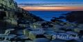 Landschaften-Wild-Atlantic-Way-Basalt-Abenddaemmerung-Basalt-Basaltsaeulen-Meer-Meereskueste-Irland-Nordirland-irische-nordirische-A_NIK4596