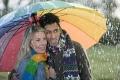 lebensfreude-gaudi-regen-schirm-paar-mann-frau-spass-a_dsc3581