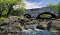 Landschaften-Steinbruecke-Bruecke-Bach-Fluss-natürlicher-Wild-Atlantic-Way-Irland-Irische-Kueste-Westkueste-A_SAM5199