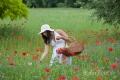 frau-relaxen-entspannung-ruhe-blumen-wiese-j_mg_1201